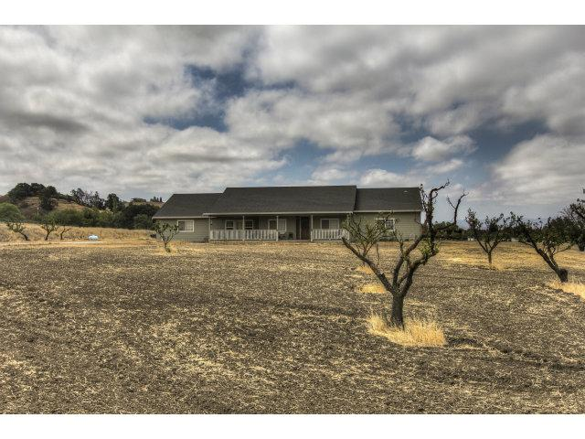 1055 Los Viboras Rd, Hollister, CA 95023