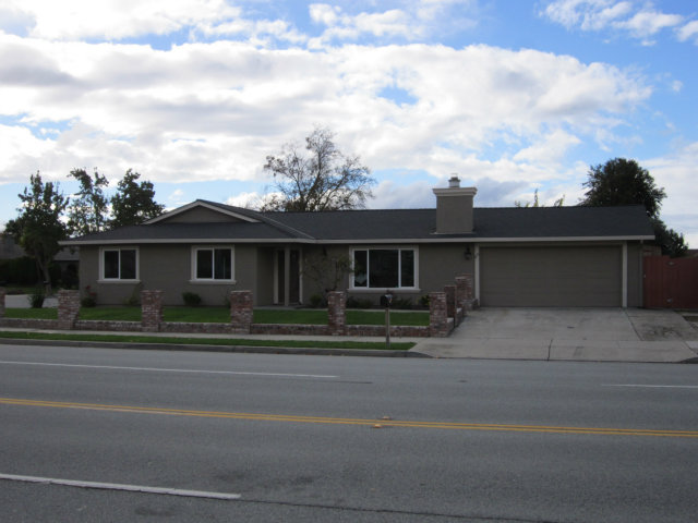 610 Memorial Dr, Hollister, CA 95023