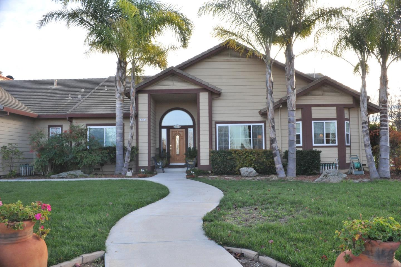 835 Fox Hill Circle, Hollister, CA 95023