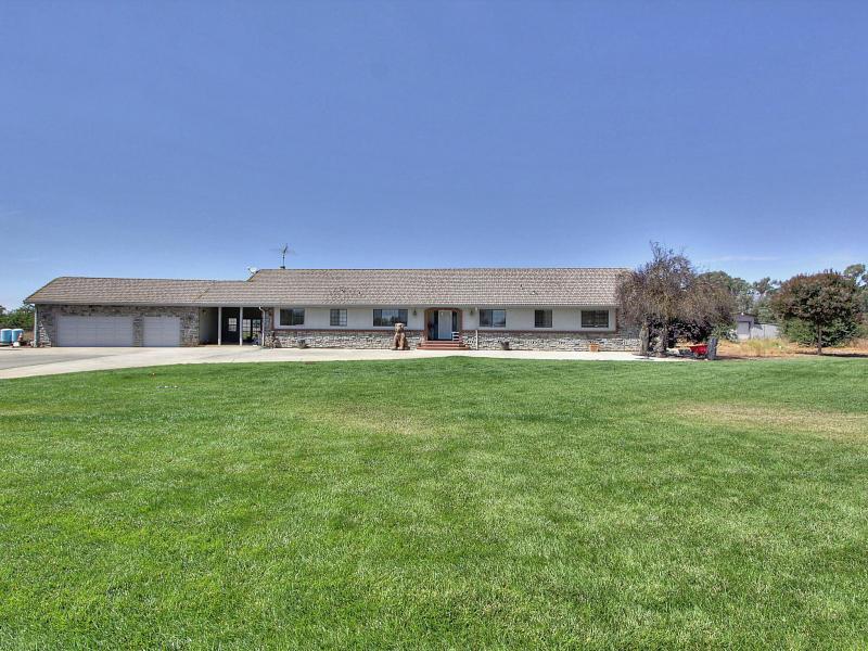 1025 Rucker Ave, Gilroy, CA