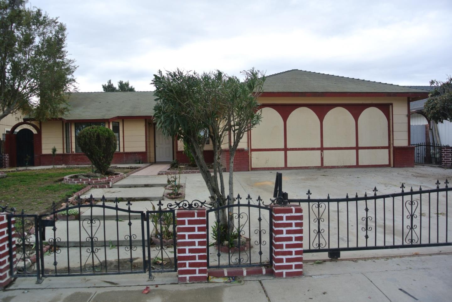 241 Burgundy Dr, Greenfield, CA