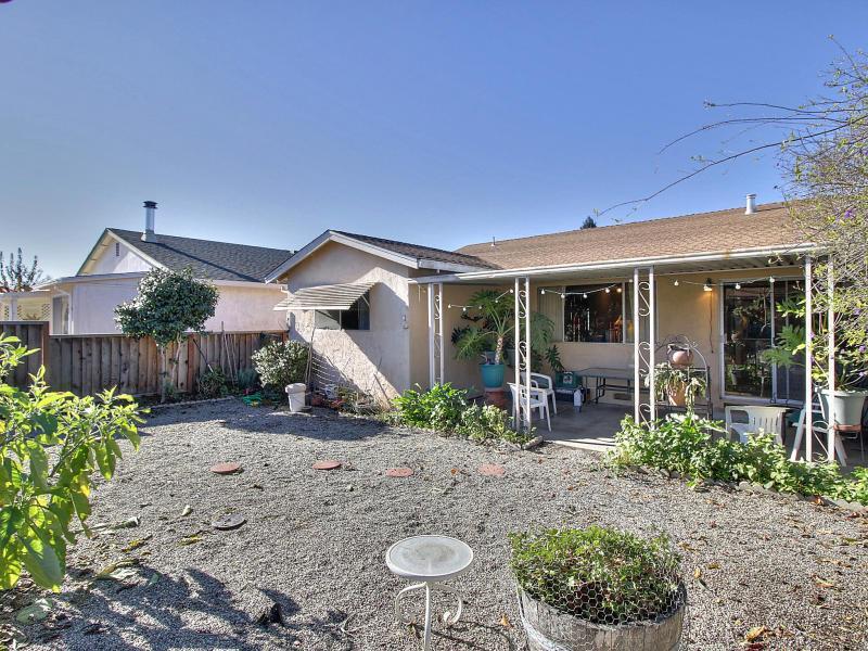 830 Almond Dr, Watsonville, CA