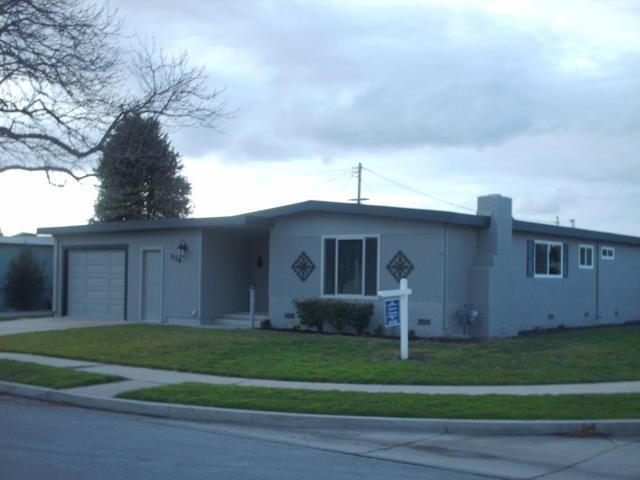 626 University, Salinas CA 93901