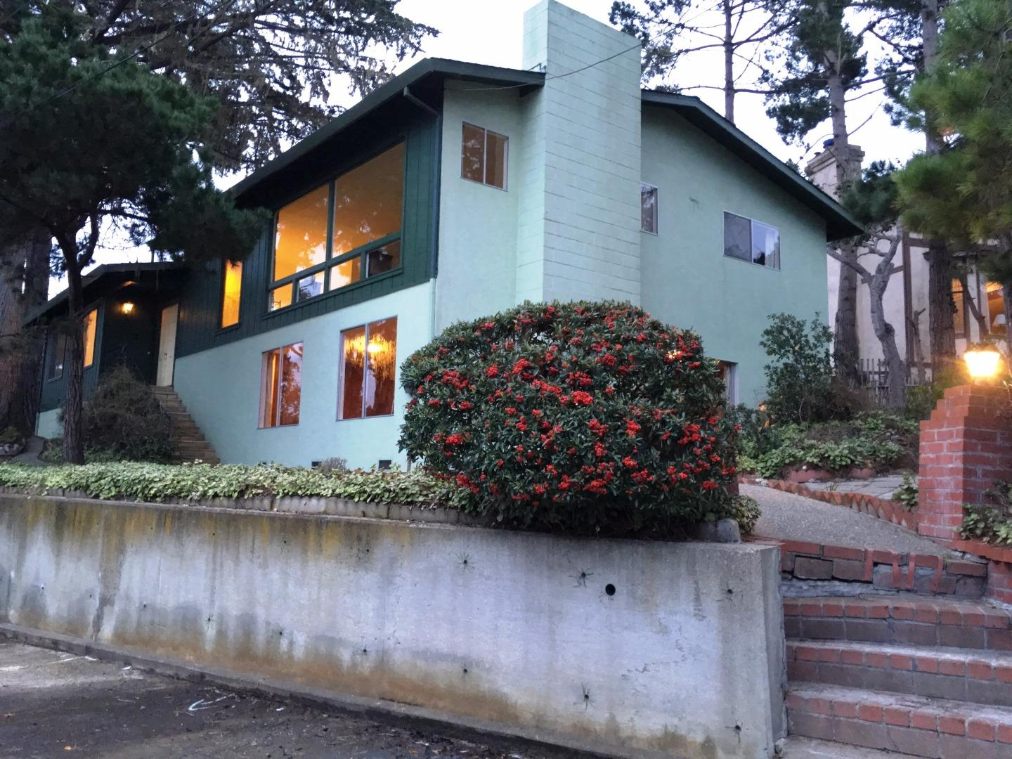 585 Hillcrest Ave, Pacific Grove, CA