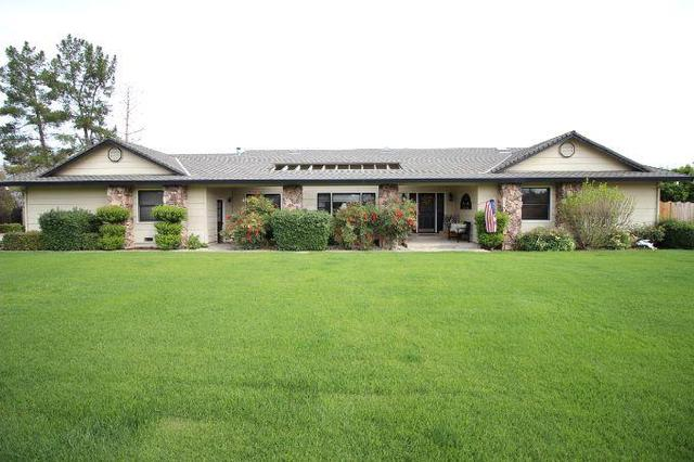 110 Sunrise Dr, Hollister, CA 95023