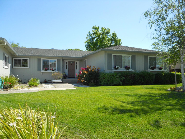 700 Lanini Drive, Hollister, CA 95023