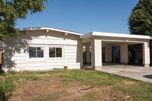 420 Larkspur Dr, East Palo Alto CA 94303