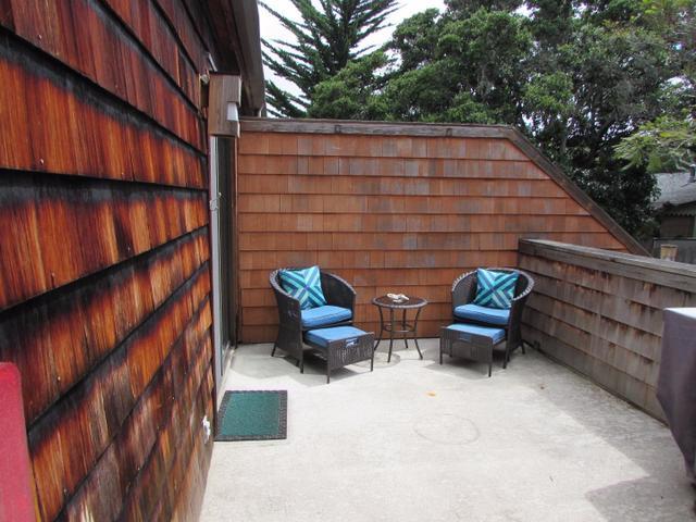 461 Dela Vina Ave #APT 210, Monterey, CA