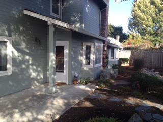 6 Tweed Pl, Monterey, CA