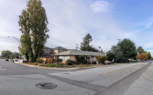 916 19th St, Pacific Grove, CA 93950