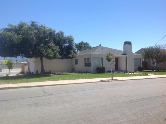 1074 Parkway Rd, Salinas, CA 93905