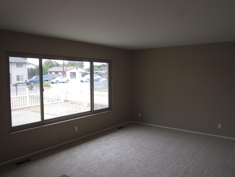901 Hillcrest Road, Hollister, CA 95023
