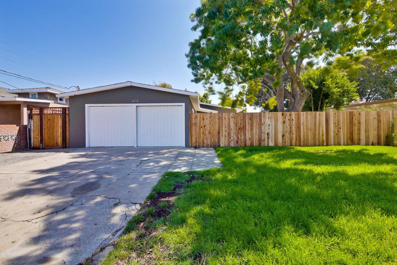 2678 Fordham St, East Palo Alto, CA 94303
