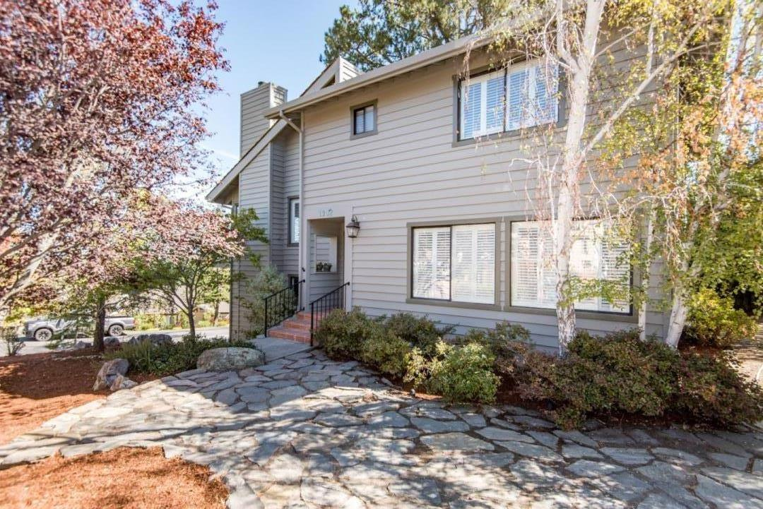 1002 Lakeview Way, Redwood City, CA 94062