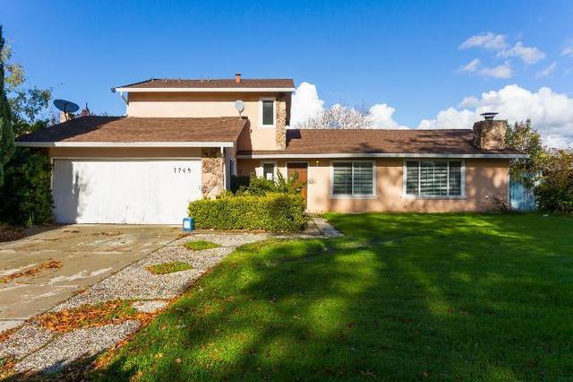 1359 Mazatlan St, Salinas, CA 93905