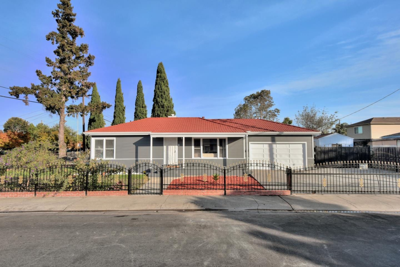 208 Gardenia Way, East Palo Alto, CA 94303