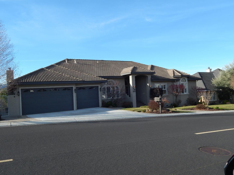 1279 Ridgemark Drive, Hollister, CA 95023