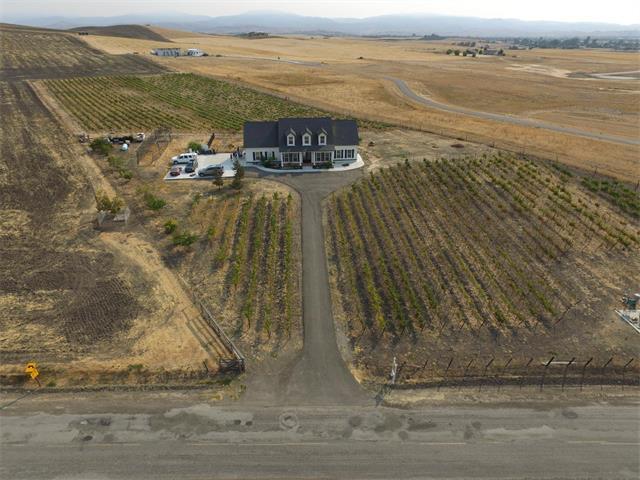 1445 Santa Ana Valley Road, Hollister, CA 95023