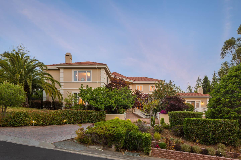 2496 Butternut Dr, Hillsborough, CA 94010