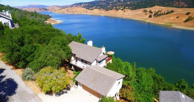 2991 Holiday Ct, Morgan Hill, CA 95037