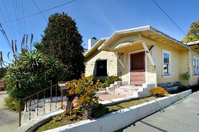 1073 8th St, Monterey, CA 93940