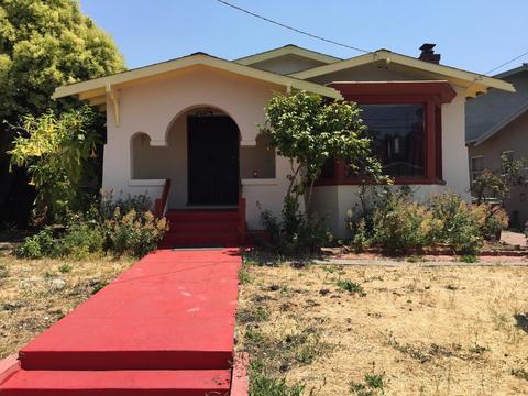 2736 Bartlett St, Oakland, CA 94602