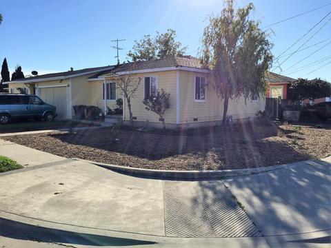 1252 Cortez St, Salinas, CA 93905