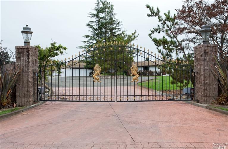 555 Rancho Caballo Ln, Santa Rosa, CA
