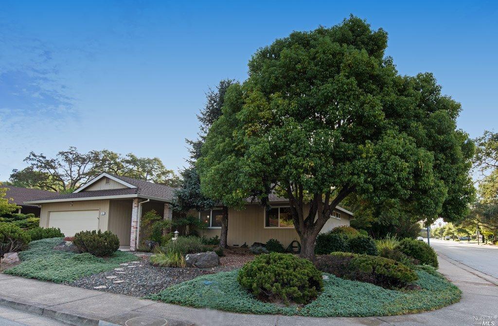 332 Meadowridge Ln, Santa Rosa, CA
