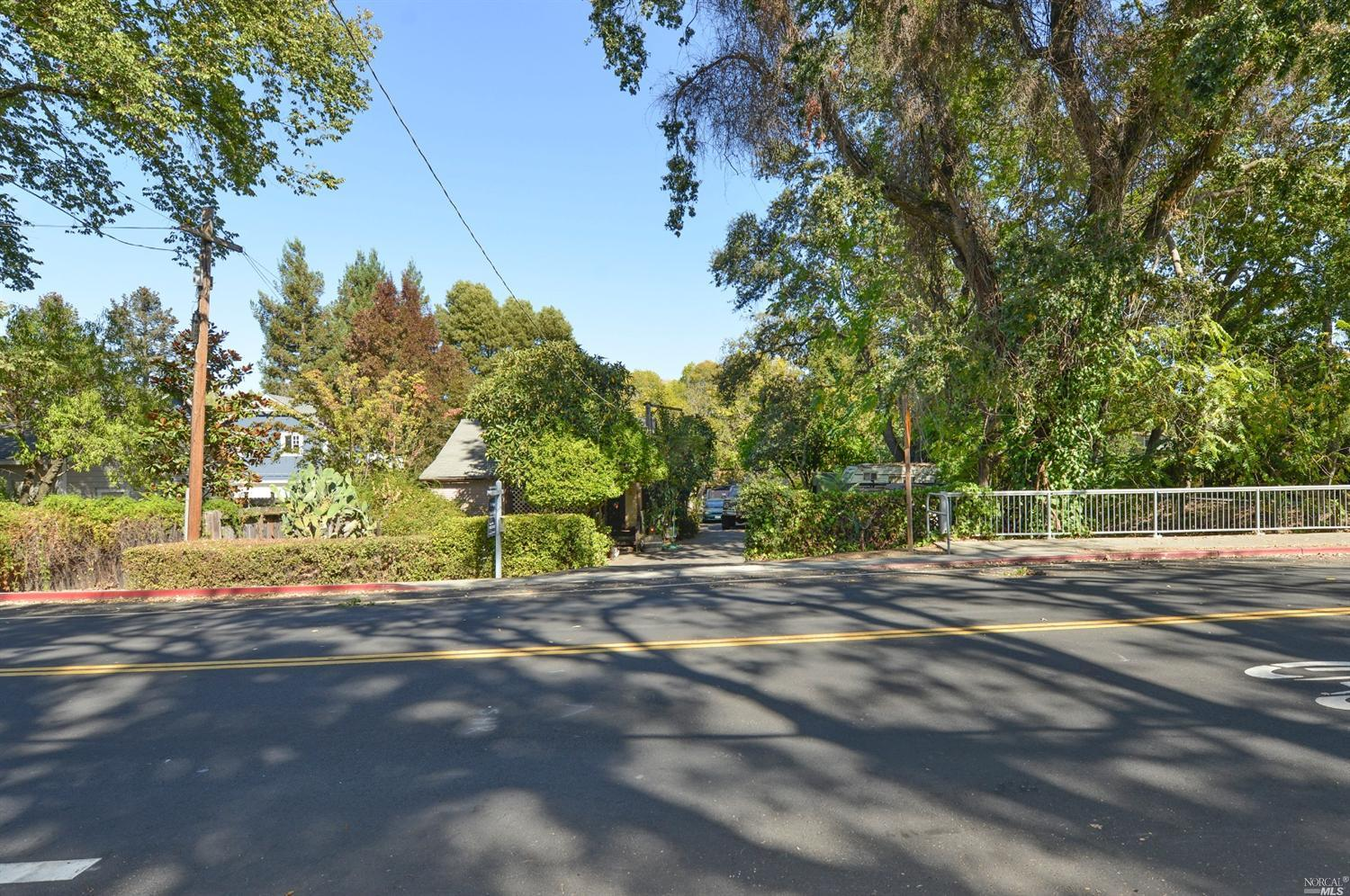 6638 Yount St, Yountville, CA