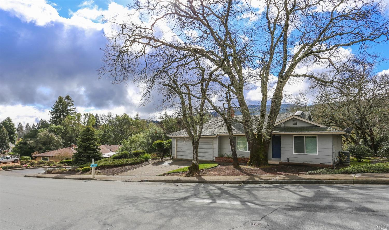 6480 Meadowridge Dr, Santa Rosa, CA
