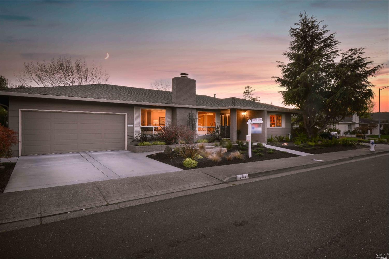 161 Valley Lakes Dr, Santa Rosa, CA