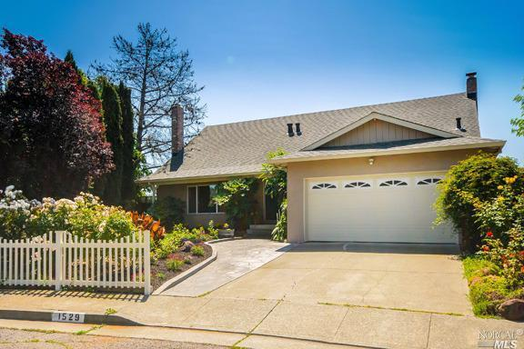 1529 Creekside Dr, Petaluma, CA