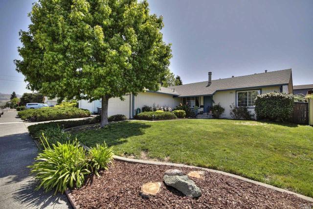 1800 Caulfield Ln, Petaluma, CA