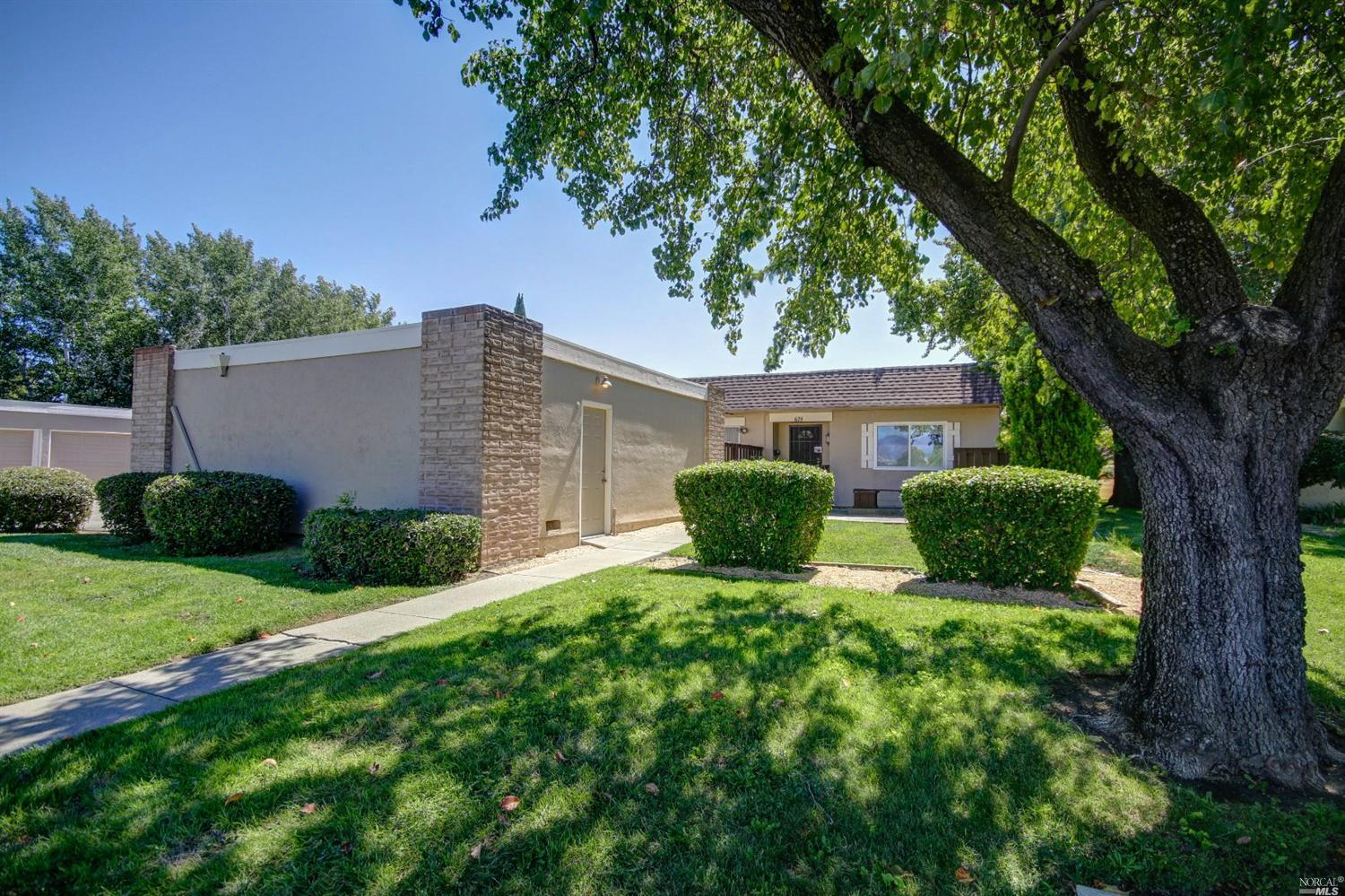 678 Yellowstone Dr, Vacaville, CA 95687