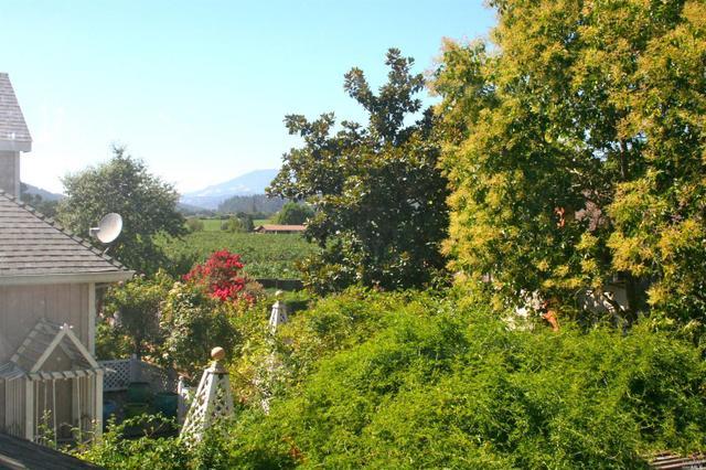 1370 Grove Ct, Saint Helena, CA 94574