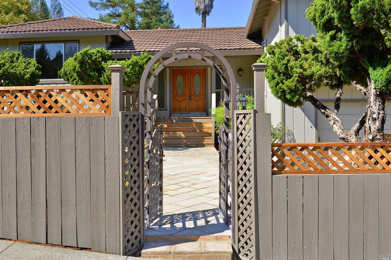 3401 Castlerock Court, Santa Rosa, CA 95404