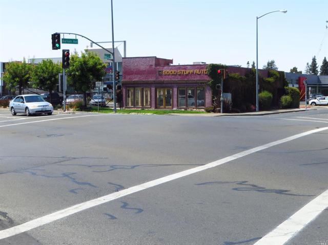 1089 Santa Rosa Ave, Santa Rosa, CA 95404