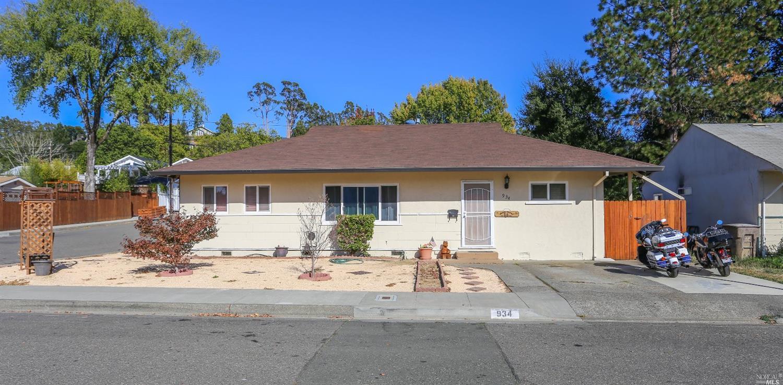 934 Maxwell Street, Healdsburg, CA 95448
