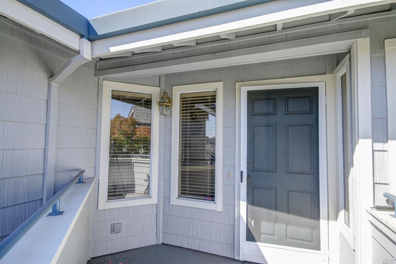 2076 Stonefield Lane, Santa Rosa, CA 95403