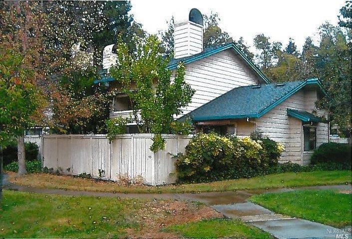 2101 Woodlake Dr, Santa Rosa, CA 95405