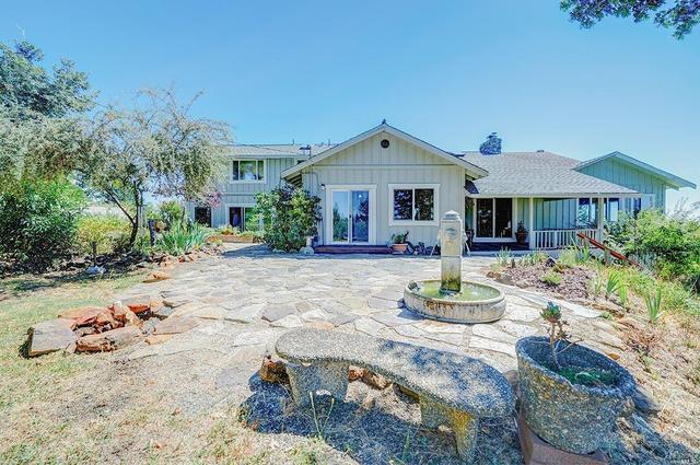 8598 Tarwater Rd, Santa Rosa, CA 95404