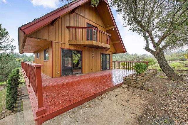 130 Pine Pl, Saint Helena, CA 94574