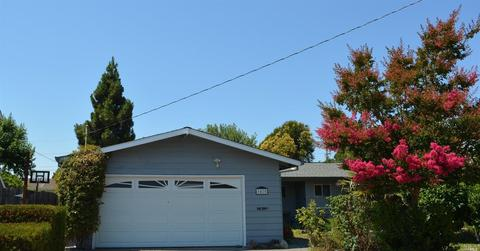 1425 Weaverly Dr, Petaluma, CA 94954