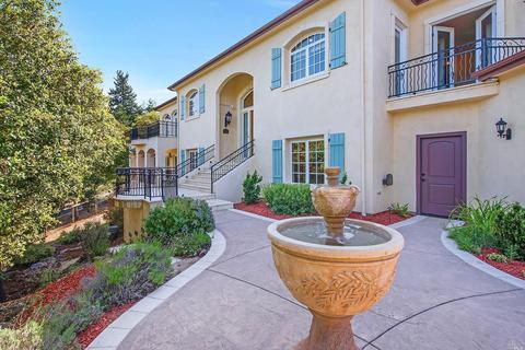 5751 Trailwood Dr, Santa Rosa, CA 95404