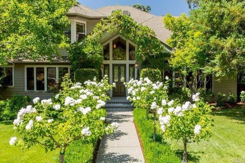 823 Country Club Ct, Sonoma, CA 95476