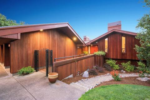 3735 Lakebriar Pl, Santa Rosa, CA 95403