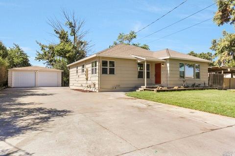 331 W Chestnut St, Dixon, CA 95620
