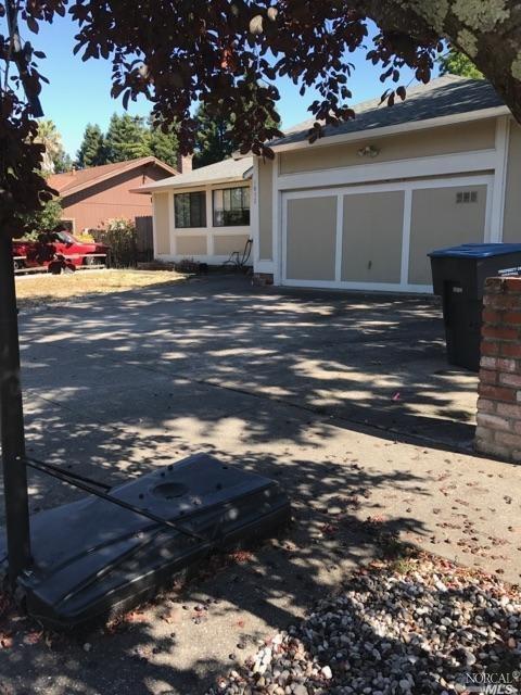 1832 Sansone Dr, Santa Rosa, CA 95403