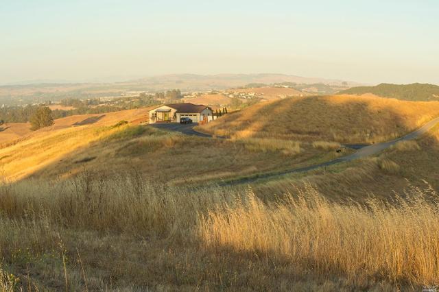 250 Spring Ridge Ln, Petaluma, CA 94952